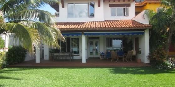 Casa en venta en isla dorada here in canc n real estate for Casas estilo mexicano contemporaneo fotos
