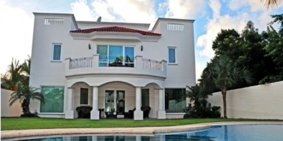 Casa de lujo en cancun here in canc n real estate for Villas kabah cancun ubicacion