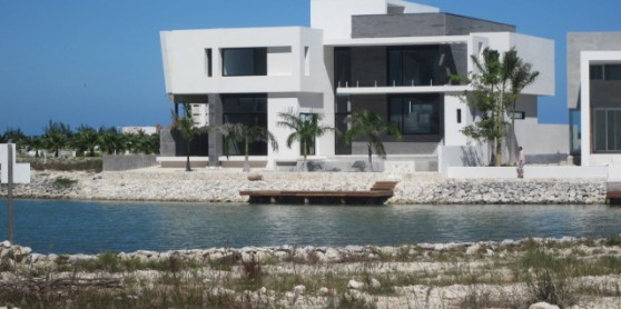 Modern residence for sale in puerto cancun here in for Actual home cancun